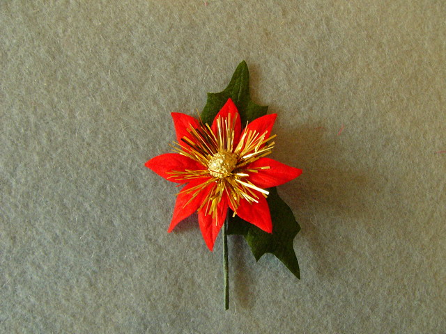 Christmas flower with leaves and stem - 8,5x6cm