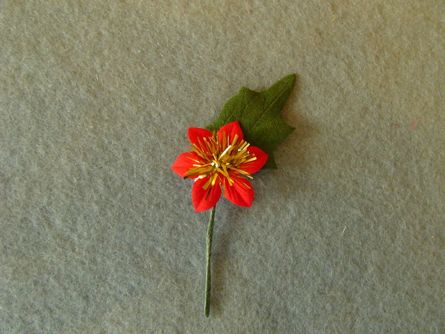 Christmas flower with leaves and stem - 6x3,5cm
